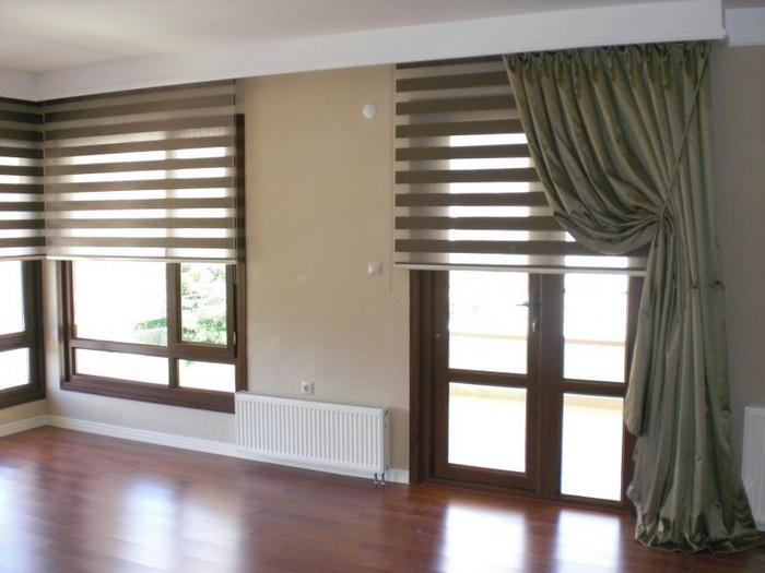 Рулонные шторы день-ночь в гостиной