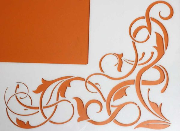 Из листов толщиной до 4 мм делают трафареты для объемных рисунков
