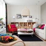 Интерьер длинной узкой комнаты: обновление семейной гостиной с элементами эко-стиля