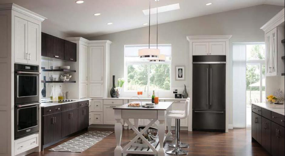 Черно белая кухня в стиле современная классика